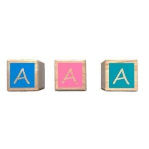 cube en bois lettre fond couleur Bobidibou anniversaire enfant achat matériel France01
